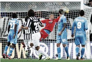 La Juventus arrolla al Napóles y acaricia el liderato