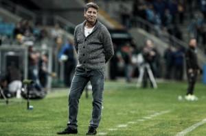 """Após vitória diante do Coritiba, Renato mantém pés no chão: """"Não chegamos ao máximo"""""""