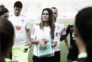 """Emily Lima segue sem perder no comando da Seleção Feminina e destaca grupo: """"Difícil escalar 11"""""""