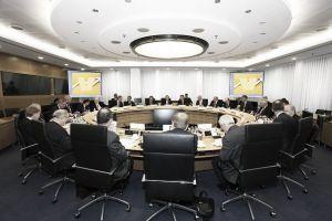 El Banco Central Europeo se reúne con 128 bancos de la UE
