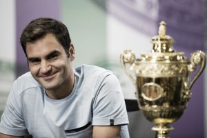 Wimbledon, Roger Federer si gode il trionfo e consiglia i giovani