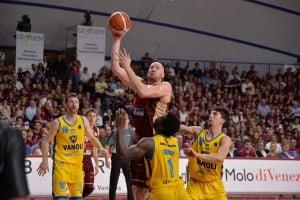 Legabasket - La Vanoli lotta, ma la Reyer è una corazzata: i veneti si aggiudicano Gara-1