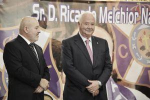Ricardo Melchior recibe la insignia de oro y brillantes del Tenerife