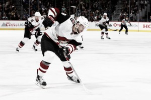 Arizona Coyotes' Tobias Rieder finally signs contract