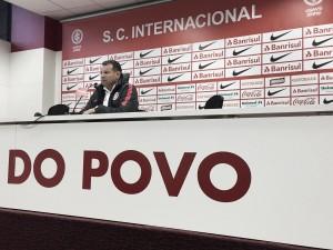"""Celso Roth comemora vitória, mas mantém foco: """"Temos que conquistar um bom resultado domingo"""""""