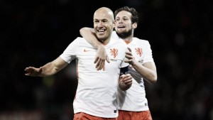 Wales 2-3 Netherlands: Robben double defeats high-flying dragons