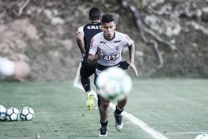 Marcos Rocha sofre lesão no joelho direito e não tem data para voltar ao Atlético-MG