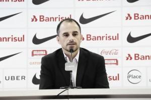 """Rodrigo Caetano é apresentado no Internacional e vibra: """"É um dos maiores do futebol mundial"""""""