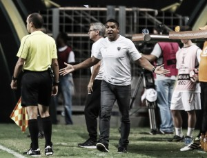 """Roger elogia atuação do Atlético em triunfo sobre paraguaios: """"Foi uma vitória de Libertadores"""""""