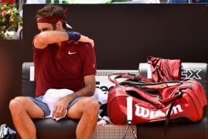 Thiem e la schiena fermano Roger Federer
