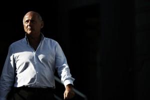 Ron Dennis dimite como presidente de McLaren