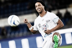 Coritiba confirma especulações e oficiliza proposta por Ronaldinho Gaúcho