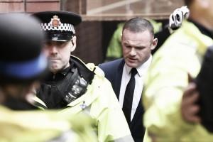 Rooney tem carteira de habilitação apreendida após se declarar culpado por dirigir bêbado