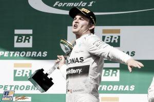 Nico Rosberg resiste el ciclón Hamilton y se mantiene con vida