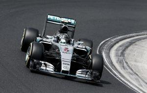 Nico Rosberg vuelve de vacaciones pisando fuerte