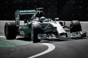 Rosberg no da respiro a Hamilton
