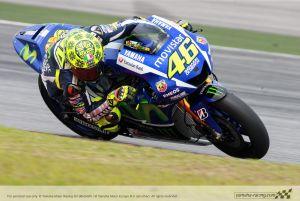Valentino Rossi marca el ritmo antes de la aparición de la lluvia