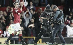 Manchester United 1-1 Chelsea: Late Van Persie strike secures point for Van Gaal's men