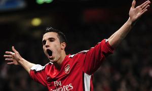 Van Persie amplía su contrato con el Arsenal