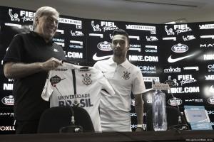 """Clayson é apresentado e promete muita disposição pelo Corinthians: """"Vontade não vai faltar"""""""