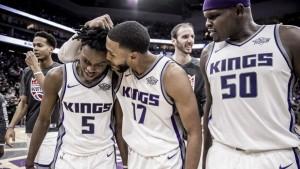 NBA - De'Aaron Fox spezza il cuore alla città dell'amore fraterno. I 76ers si fermano a Sacramento