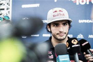 """Carlos Sainz: """"No me dejaban tirar por culpa de las temperaturas del motor y de los frenos"""""""