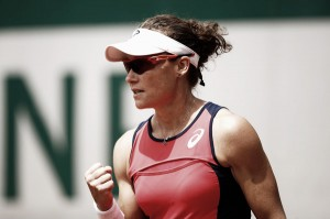 WTA Hong Kong: Samantha Stosur earns confidence-boosting victory over Agnieszka Radwanska