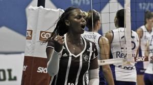 Ponteira Sassá exalta clássico com rival carioca e avalia comportamento do Fluminense