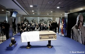 La familia blanca da su último adiós a Di Stéfano