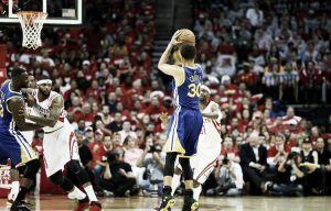 Stephen Curry, máximo triplista en una sola post-temporada