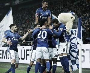 Com lance curioso, Schalke 04 bate Hoffenheim e segue na disputa por vaga na Champions