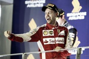 Sebastian Vettel reina en la noche de Singapur