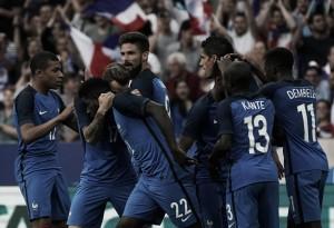 Varane é expulso pelo árbitro de vídeo, mas França vira para cima da Inglaterra em amistoso