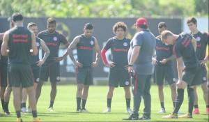 Sem lateral Cláudio Winck e meia Juan, Guto Ferreira treina Inter com Alemão e Gutiérrez