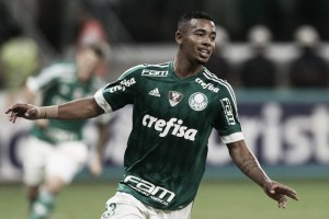 Gabriel Jesus celebra gol contra Flamengo, mas lamenta empate