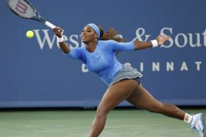 Serena remonta a una voluntariosa Wozniacki