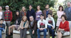 Antena 3 no renueva la comedia generacional 'Algo que celebrar'