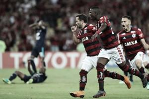 Em noite de golaços, Flamengo vence Emelec e vai às oitavas da Libertadores após seis anos