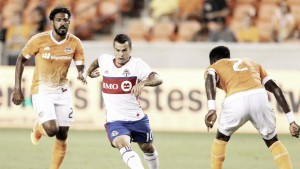 10-man Houston Dynamo stands firm against Toronto FC
