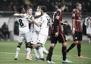 Com gols de Thorgan Hazard e Traoré, M'gladbach elimina Eintracht Frankfurt na DFB-Pokal