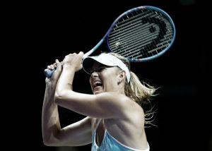 Sharapova impone su afán competitivo en el inicio delWTA Finals 2015
