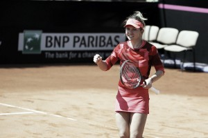 Fed Cup: Simona Halep gets Romanian team off to great start against Great Britain