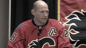 Robyn Regehr se retira en Calgary Flames