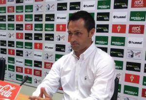 ¿Quién y cómo es el nuevo entrenador del Real Murcia?