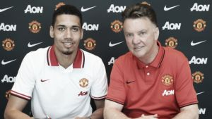Smalling signs new Manchester United contract