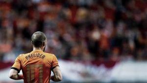Sneijder entra en el grupo de los 100