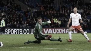 Robben al cuadrado para vencer a Gales