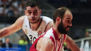 El Madrid pone rumbo a Atenas con el 2 - 0 en el bolsillo