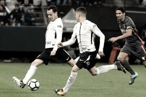 Sport e Corinthians se encaram pelo Brasileirão em meio a estreias e desfalques
