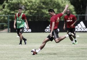 Apesar de dúvidas no time titular, Durval mostra foco para jogo contra Bahia